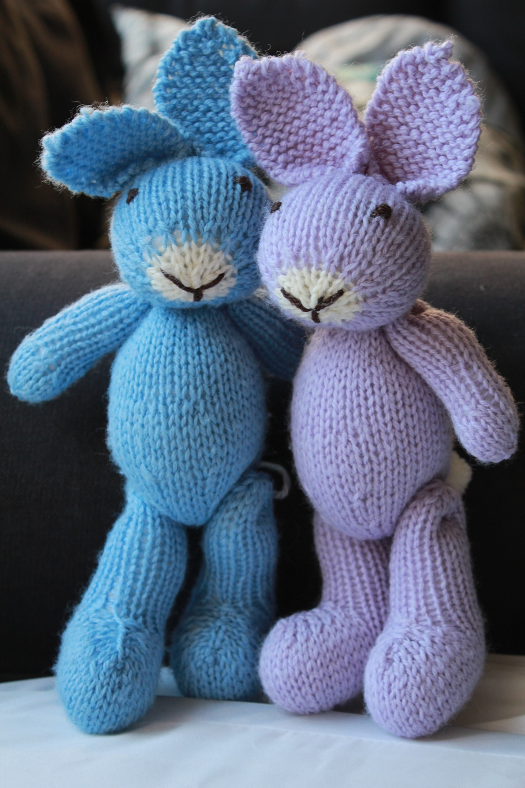 Easter Bunny Knitting Pattern : knitted rabbit