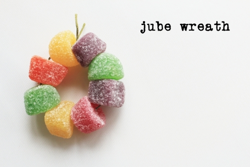 Jube wreath close up with description