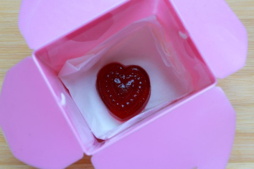 Jelly heart in pink noodle box