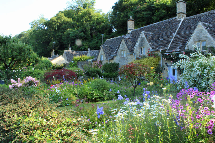 Bibury house and garden