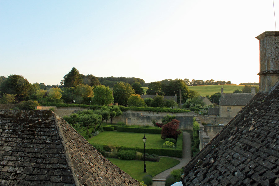 View-out-to-fields-from-Lords-of-the-Manor