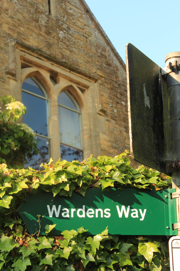 Wardens-Way-sign