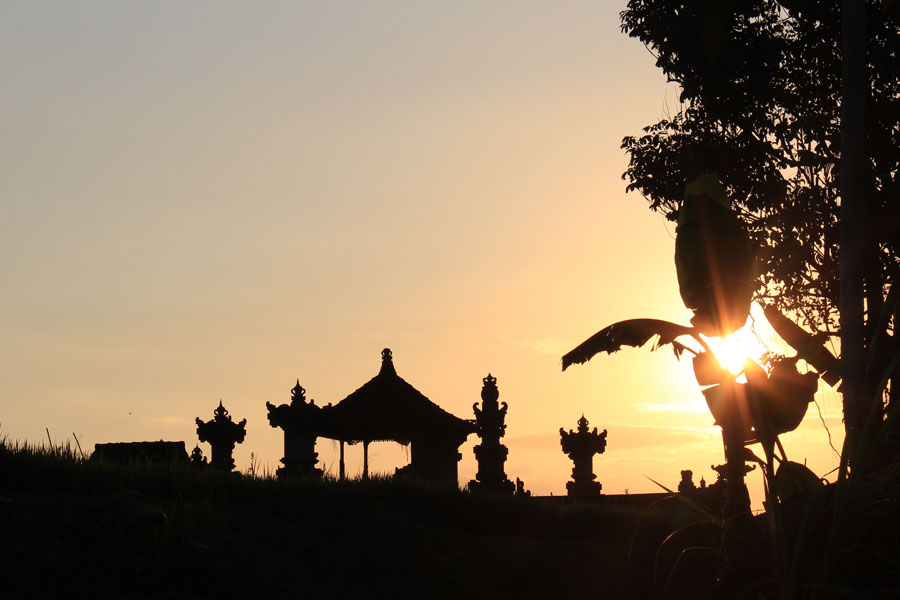 Silhouette temple Ubud golden light