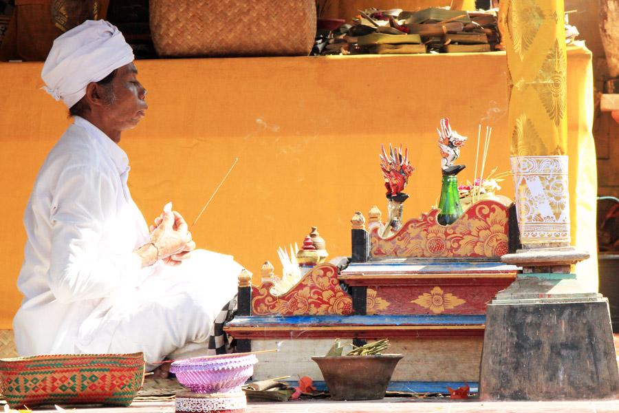Dukun (holy man) at Sebali temple
